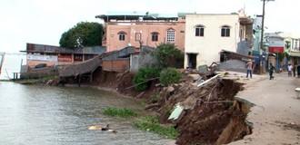 [Video] Cả trăm nhà tiếp tục xói lở, An Giang ban bố tình trạng khẩn cấp