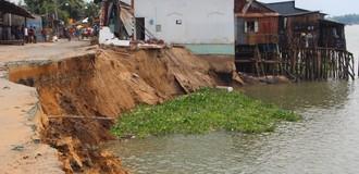 [Video] Bờ sông Vàm Nao nhìn từ trên cao sau khi 'nuốt' 16 căn nhà