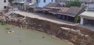 """[Video]  Những người """"chờ"""" nhà sập bên bờ sông Vàm Nao"""
