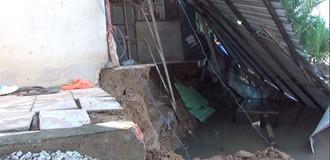 [Video] Loạt nhà ở Sài Gòn sụp xuống sông lúc nửa đêm