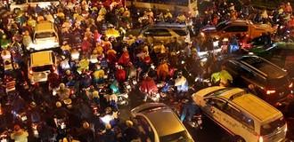 [Video] Ùn tắc giao thông ở Sài Gòn và Hà Nội đang thế nào?