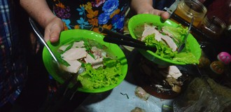 Xe hủ tiếu hơn 2 thập kỷ trong hẻm nhỏ ở Sài Gòn