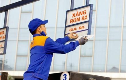 Xăng tiếp tục tăng giá, vượt mốc 18.000 đồng/lít