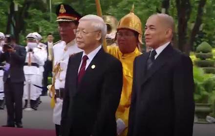 [Round-up] Party Leader on Visit to Cambodia, Gov't Moves to Clean up Bad Debt