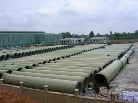 Ống cốt sợi thủy tinh trong nhà máy sản xuất của Vinaconex