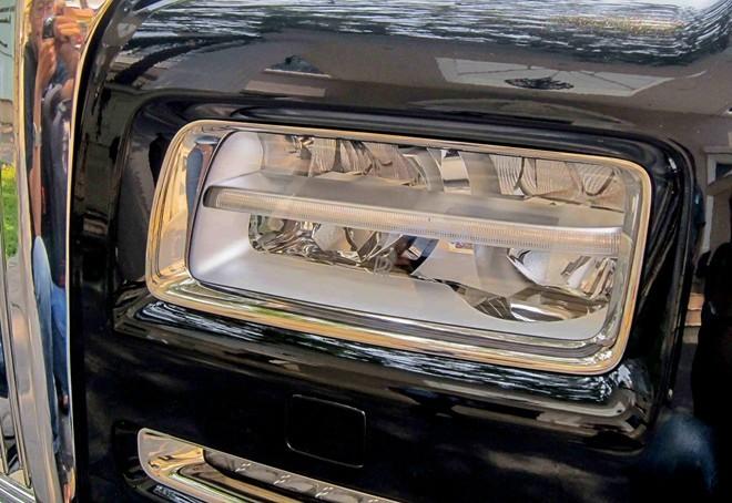 Rolls-Royce Phantom Series II giá 30 tỷ trên đường Sài Gòn