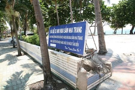 "Dap bo cong trinh nhech nhac ""xe thit"" bo bien Nha Trang"