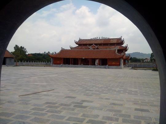 Sân hành lễ rất rộng. Ở Văn Miếu Quốc Tử Giám, đây là nơi thầy Chu Văn An dạy học
