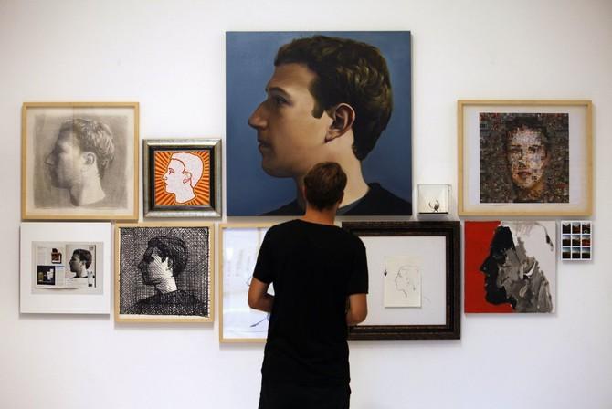 Tại Singapore, nghệ sĩ Zhu Jia dành riêng một cuộc triển lãm với anh ta gọi là 'Bộ mặt của Facebook.'