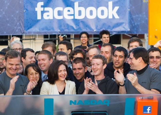 Zuckerberg mất công ty đại chúng vào tháng 18, 2012. IPO lớn lên 16 tỷ USD, khiến nó trở thành IPO công nghệ lớn nhất trong lịch sử cho đến khi Alibaba giành chỗ vào cuối năm ngoái.