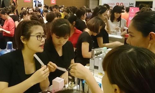 Hà Nội: Chen nhau nghẹt thở mua đồ giảm giá - ảnh 8