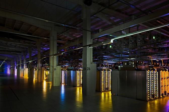 Các trung tâm dữ liệu cơ bản quyền tất cả các dịch vụ của Google, do đó, họ cần phải chạy 24 giờ một ngày.