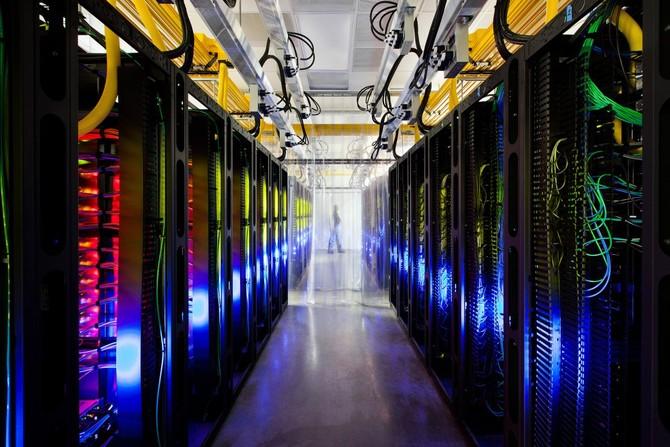 Google cho biết các mạng cáp quang của nó chạy ở tốc độ mà là nhanh hơn so với một kết nối Internet gia đình điển hình hơn 200.000 lần.