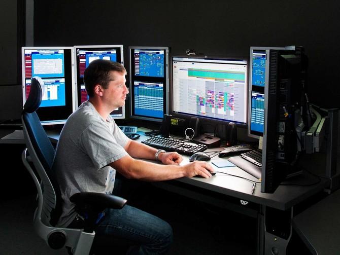 Đây là trạm điều khiển giám sát các trung tâm dữ liệu. Nó có thể nhận cuộc gọi từ lĩnh vực này và xác nhận vé máy sửa chữa.