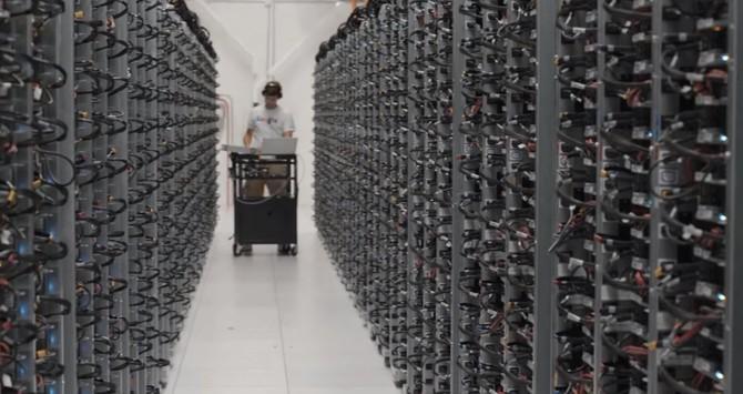 Để đảm bảo người dùng có thể truy cập nhanh vào dữ liệu, các cửa hàng Google mỗi phần dữ liệu trên ít nhất hai máy chủ.