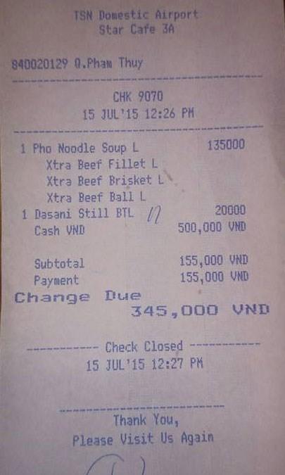 Khách choáng với tô phở giá 135.000 đồng ở sân bay Tân Sơn Nhất - ảnh 1