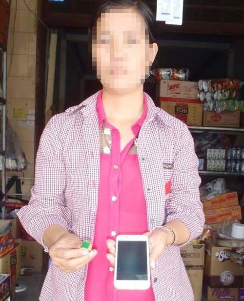 Rộ chiêu lừa bán điện thoại iPhone dỏm, lấy tiền và thẻ cào - ảnh 1