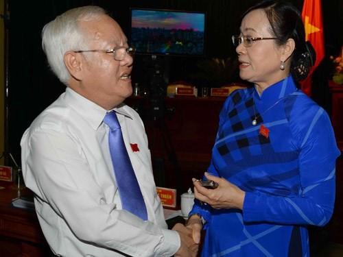 Bà Nguyễn Thị Quyết Tâm trao đổi với Chủ tịch UBND TP.HCM Lê Hoàng Quân tại cuộc họp HĐND thành phố đang diễn ra từ 28 - 30.7 - Ảnh: Diệp Đức Minh