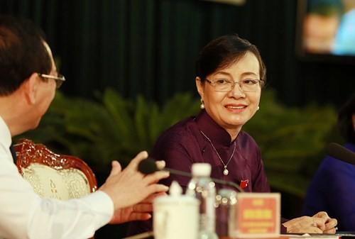 Bà chủ tịch Hội đồng Nguyễn Thị Quyết Tâm lý giải việc vẫn thu phí xe máy - ảnh 7