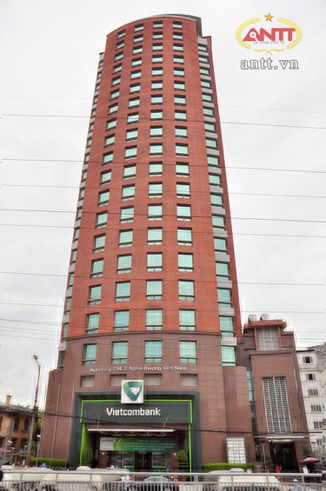 Hội sở chính của VCB nhìn từ đường Trần Quang Khải