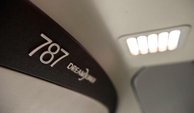 Vietnam Airlines là hãng hàng không đầu tiên trên thế giới đưa vào sử dụng cùng lúc 2 máy bay thế hệ mới Boeing 787-9 và Airbus A350. Điều này tạo ra lợi thế cạnh tranh cho hãng trong khu vực và trên một số đường bay quốc tế trọng điểm.