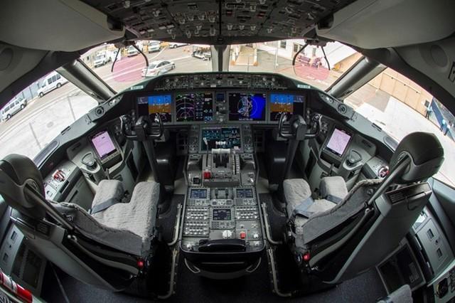 Cận cảnh buồng lái của Boeing 787-9 của Vietnam Airlines.
