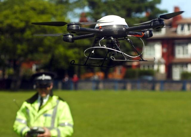Tại một số quốc gia, Drone được trang bị cho cảnh sát địa phương nhằm thắt chặt công tác tuần tra, kiểm soát