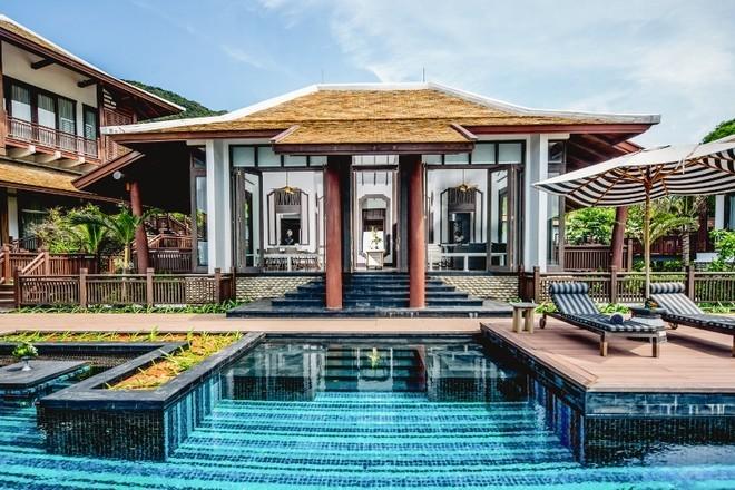 """Kiến trúc của InterContinental Danang Sun Peninsula Resort đã được trao giải thưởng World Travel Awards - được xem như giải """"Oscar của ngành du lịch"""". </div><div>Mới đây, khu nghỉ dưỡng này tiếp tục được đề cử giải thành tựu thiết kế của các khu resort hàng đầu thế giới """"Virtuoso Best of The Best 2015"""". Chỉ có 50 khách sạn, khu nghỉ dưỡng đẳng cấp từ hơn 100 quốc gia lọt vào danh sách đề cử.</div><div>"""