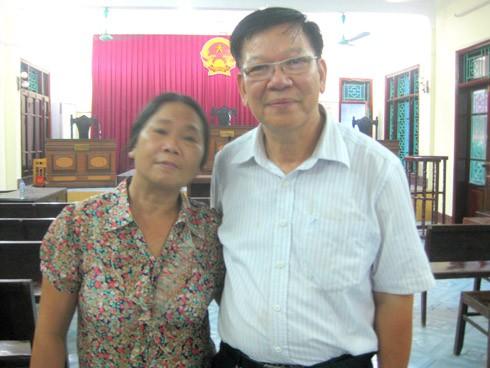 Ông Phi và vợ. Ảnh: Tiến Chính