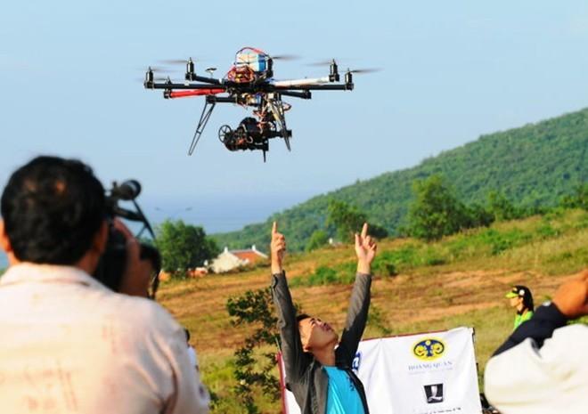 Flycam được sử dụng để quay phim tại một lễ hội ở Bình Thuận.