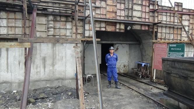 Một trong những cửa hầm lò dẫn xuống vị trí bục nước