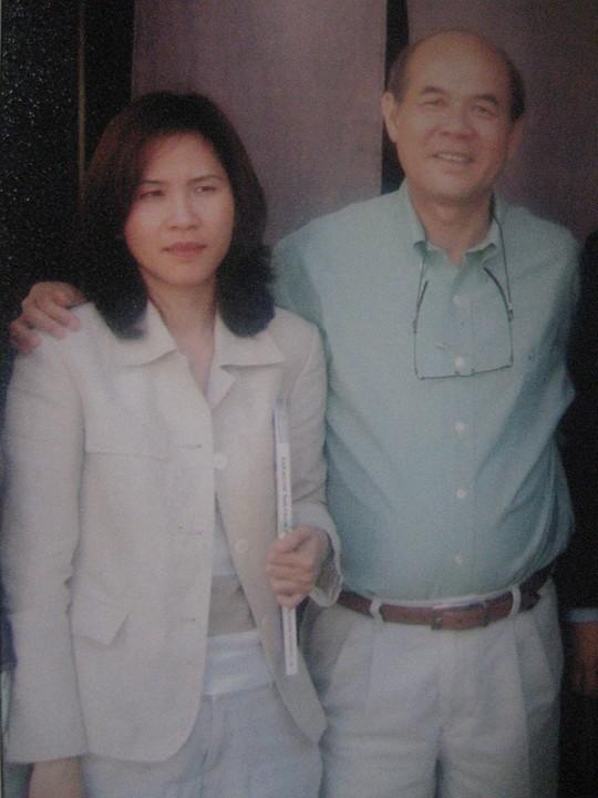 Cha con ông Lâm Ngọc Khuân bỏ trốn sang Mỹ, để lại kho hàng tồn trị giá hơn 40 tỉ đồng khiến các ngân hàng tranh chấp