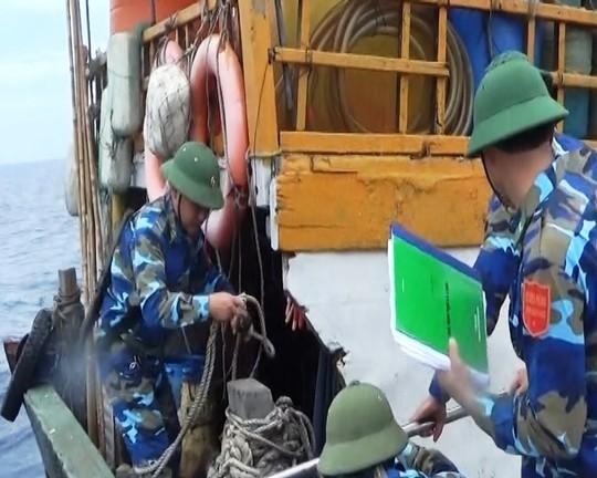 Trước đó, vào ngày 22-5, các cán bộ, chiến sĩ Hải đội 2 – BĐBP Quảng Bình truy kích các tàu cá Trung Quốc ra khỏi vùng biển Việt Nam