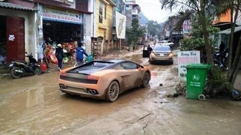 Những hình ảnh siêu xe lội bùn hay lội suối, băng rừng được người dân chụp lại và đưa lên các mạng <a href='http://vtc.vn/xa-hoi.2.0.html' >xã hội</a> thường xuất phát từ các đường dây này, chỉ trừ một số hình ảnh của hành trình buôn lậu siêu xe Việt Nam Team khi chạy qua Phan Thiết trước đây.