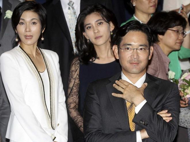 Chân dung bóng hồng phía sau ông chủ Samsung