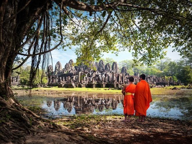 Siem Reap ở Campuchia có một trong những điểm tham quan cổ đại đông khách nhất thế giới: đền Angkor Wat. Được Lonely Planet chọn vào vị trí số 1 trên bảng xếp hạng các điểm du lịch tuyệt nhất thế giới, khu đền này là nơi lý tưởng để du khách chiêm nghiệm và tìm hiểu.
