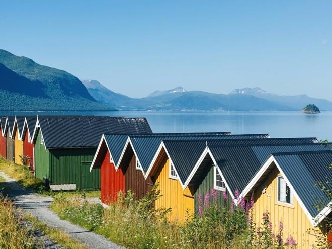 Những vịnh hẹp của Na Uy có khung cảnh hùng vĩ. Ngoài ra, quốc gia này còn rất an toàn cho du khách độc hành, với tỉ lệ tội phạm thấp.