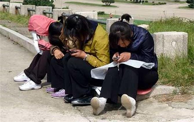 Công ty Orascom điều hành các mạng di động khắp một số nước châu Phi và Trung Đông. Cuối năm ngoái, tập đoàn Orascom đã kiếm được hơn 500 triệu USD từ kinh doanh điện thoại di động ở Triều Tiên. Theo thống kê tháng 5/2013, Orascom cho hay, có hơn hai triệu người Triều Tiên dùng điện thoại di động.