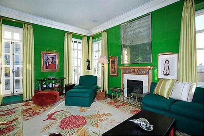 Các phòng trong căn penthouse được trang trí theo phong cách cổ điển và sang trọng.