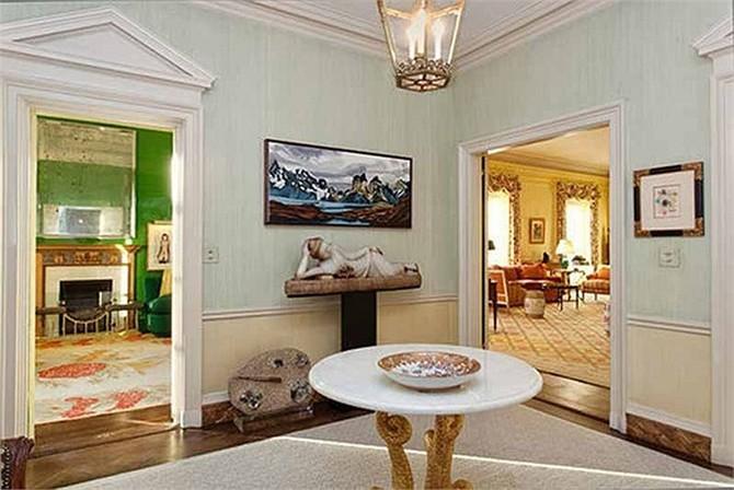 Những món đồ nội thất trong căn penthouse 16 phòng gọi nhớ tới thời điểm những năm 1970.