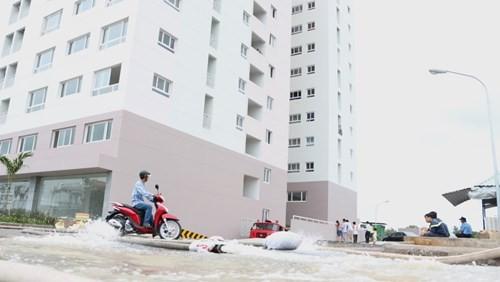 Chung cư mới đưa vào hoạt động nhưng đã xảy ra tình trạng ngập tầng hầm - Ảnh: Hoài Nhơn