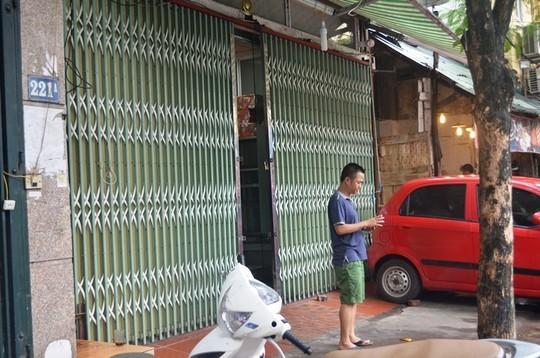 Trong khi đó cơ sở bánh trung thu Bảo Phương tại số 223 phố Thụy Khê lại đóng cửa im ỉm