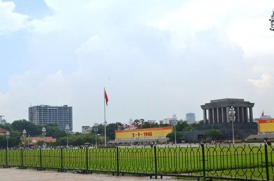 Mặt trước tòa nhà hướng thẳng ra Lăng Chủ tịch Hồ Chí Minh, Tòa nhà Quốc hội