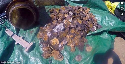 Đi dọn rác, bất ngờ nhặt được cả đống tiền vàng cổ - ảnh 5