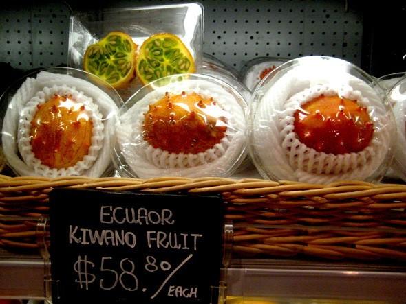 Quả kiwano được bán với giá gần 200.000 đồng tại một siêu thị ở Hong Kong. Ảnh: Leow Gray