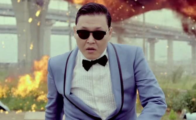 Tháng 12 năm 2012: Gangnam Phong cách chạm mốc 1 tỷ lượt xem trong một ít hơn năm tháng. Nó hiện đang có hơn 2,4 tỷ lượt xem.
