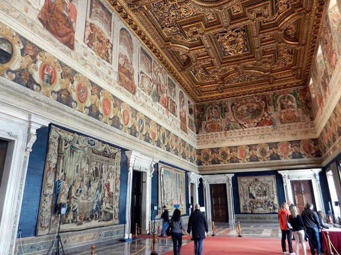 Tổng thống Ý hiện Sergio Mattarella đã mở 1.200 phòng, cung điện thế kỷ 16 cho công chúng, như nó nhà triển lãm nghệ thuật tạm thời và vĩnh viễn.