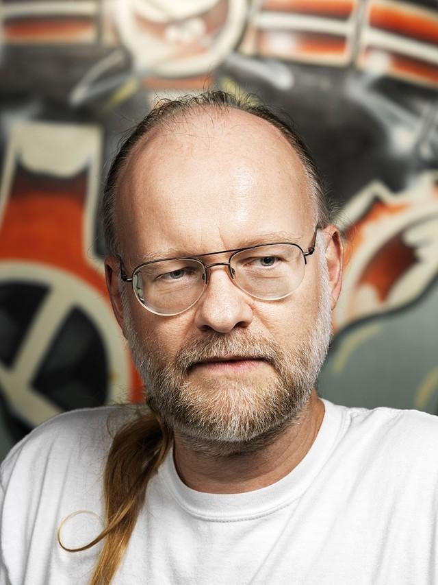 Patrik D'haeseleer, nhà sinh học điện toán được đào tạo ở Harvard và là người làm phô mai công nghệ sinh học.