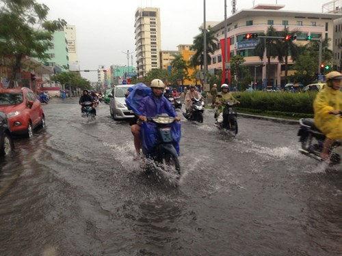 Dân Đà Nẵng lội bì bõm giữa thành phố đáng sống nhất Việt Nam - ảnh 3