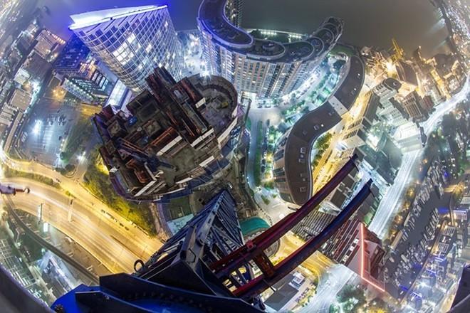 Góc nhìn lạ về các đô thị từ nóc nhà cao tầng